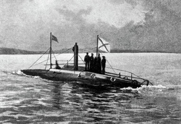 как называется первая боевая подводная лодка русского флота